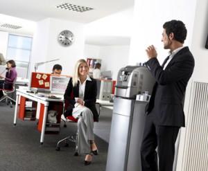 Kaffeepause im Büro. Beispielbild des editho Blog-Beitrags Kaffeepause - Motivator statt Zeitfresser.